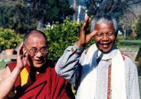 Dalai Lama saat bertemu Nelson Mandela