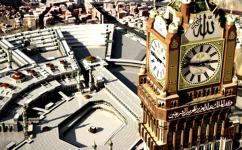 Jam raksasa di Kota Makkah menjadi simbol kemegahan kota suci ini