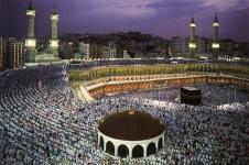 Jemaah haji sedang shalat berjamaah.