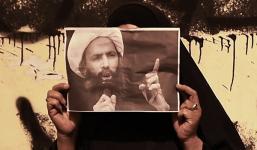 Demonstran Yaman membawa poster Syaikh Nimr
