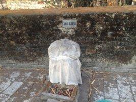 Kuburan di sekitar makam.