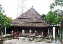 salah satu makam wali songo