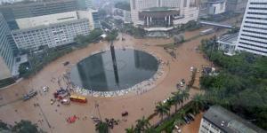 Kawasan bundaran Hotel Indonesia terendam air.