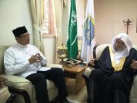 Menteri agama Lukman Hakim Saifuddin dan Sekretaris Jenderal Rabithah Alam Islami, Syeikh Dr Abdullah bin Abdul Muhsin Al Turki