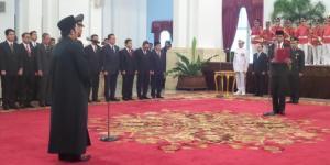 Pelantikan jendral Badrodin Haiti oleh presiden Joko Widodo